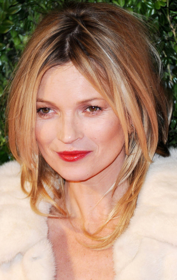 1one-shy-away-from-sex-appeal-Kate-Moss-wore-her-hair-voluminous-blowout-finished-off-her-look-glossy-red-lips