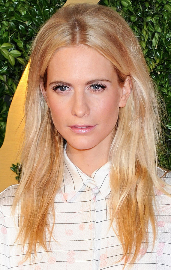 Poppy-Delevingne-gave-us-slightly-mod-beauty-look-her-teased-crown-fluttery-lashes
