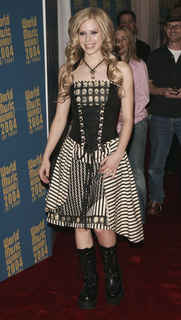 LAS VEGAS, NV - SEPTEMBER 15:  Singer Avril Lavigne arrives at the 2004 World Music Awards at the Thomas and Mack Center on September 15, 2004 in Las Vegas, Nevada. The World Music Awards are presented annually to the world?s top selling recording-artists in the various music categories and to the best-selling recording artist of the year from each of the major record-buying countries.   (Photo by Pascal Le Segretain/Getty Images)