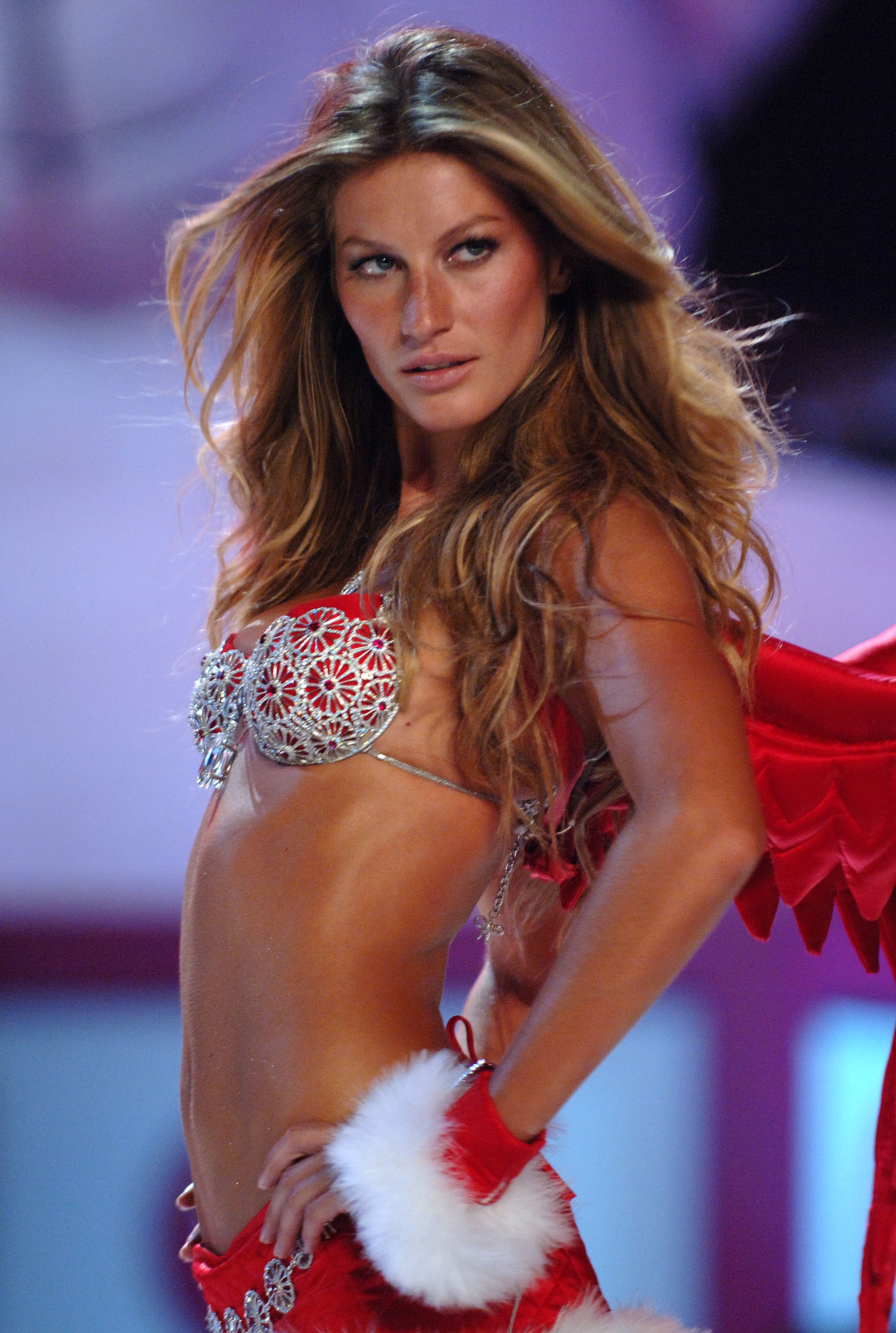 NEW YORK - NOVEMBER 09:  Model Gisele Bundchen walks the runway at The Victoria's Secret Fashion Show at the 69th Regiment Armory November 9, 2005 in New York City.  (Photo by Bryan Bedder/Getty Images)