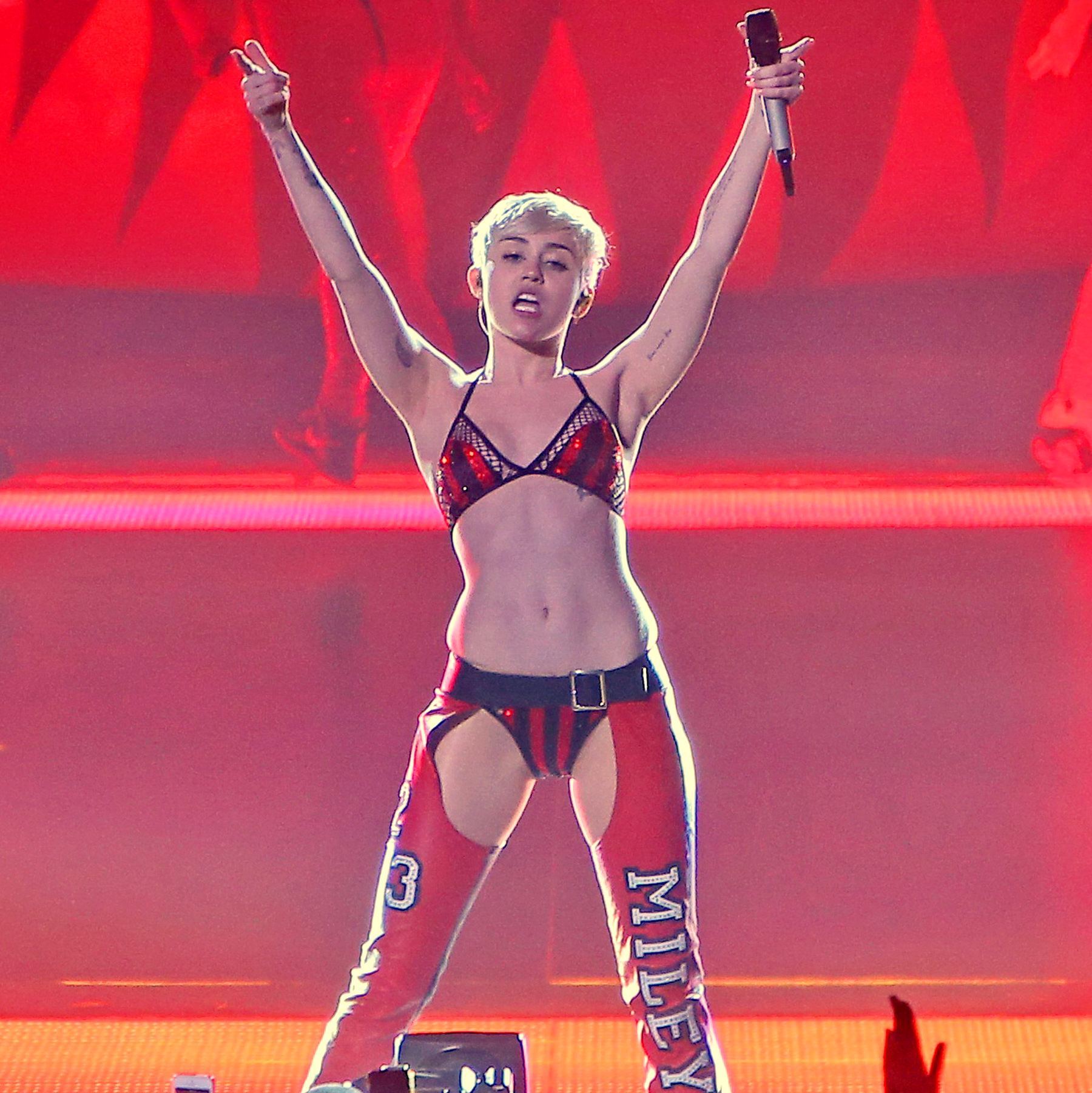 1394496714_inf_miley_cyrus_banger-95-_miley-cyrus-zoom
